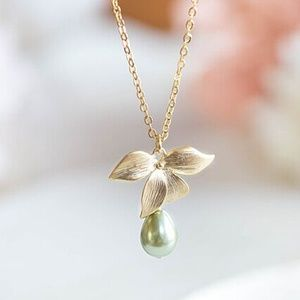 Jewelry - Pearl Orchid Flower Necklace NWT